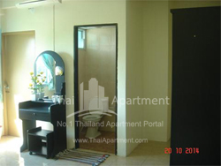 Crystal View Apartment image 4