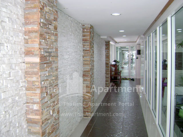 ESCAP Apartment image 5