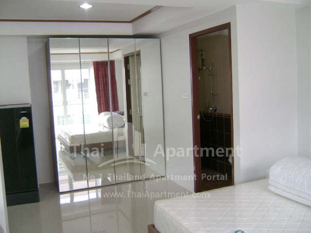 ESCAP Apartment image 10