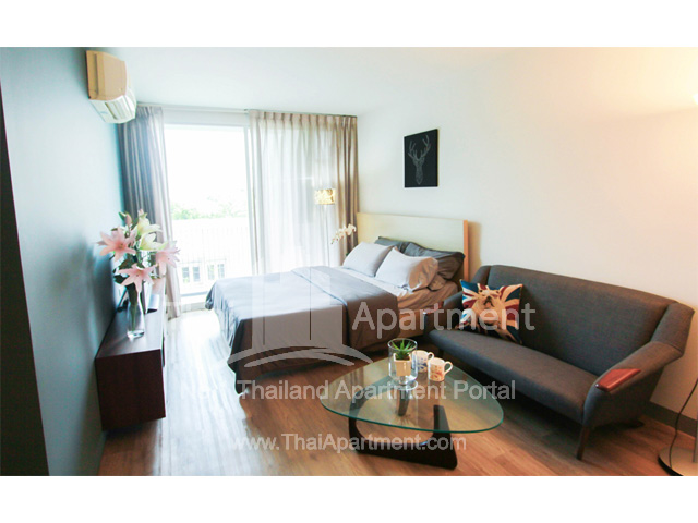Click Denim Apartment image 2