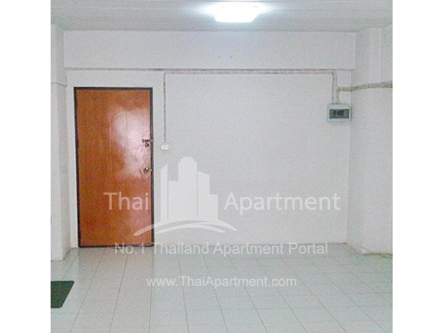 Den Nakhon Residence image 2