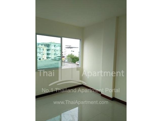 IRIS Apartment image 2