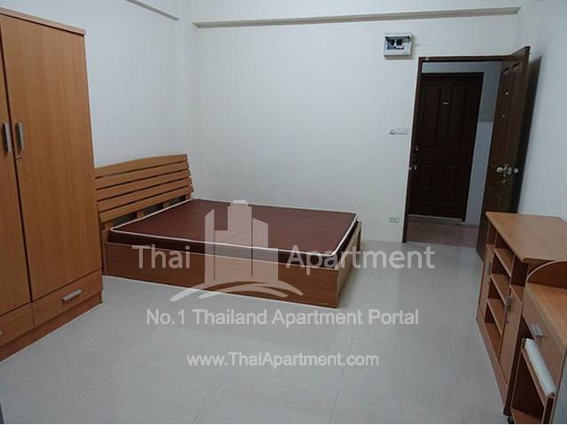 Sutthiporn Apartment image 2