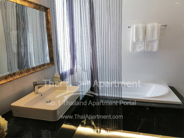 Silver Thonglor Apartment image 14
